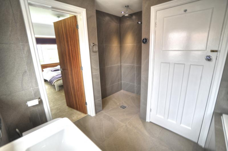 Jack And Jill Bathroom Come En Suite Headroomgate Road