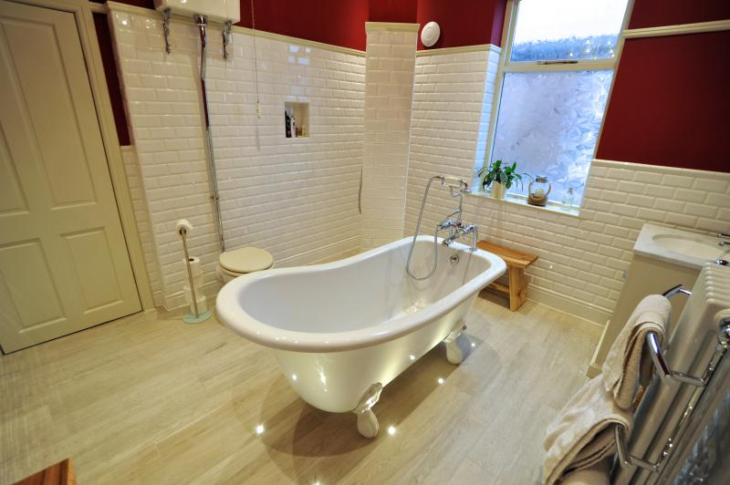 Legend Traditional Bathroom Suite At Victorian Plumbing Uk: Victorian Bathroom Warton Street
