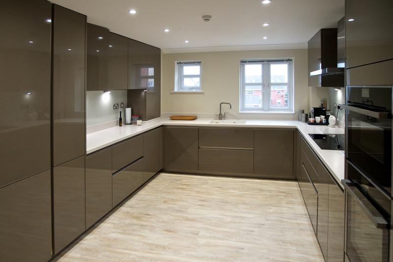 Handleless Gloss Fitted Kitchen Victory Boulevard Lytham
