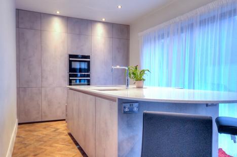 Handleless Keller concrete kitchen with quartzstone worktop