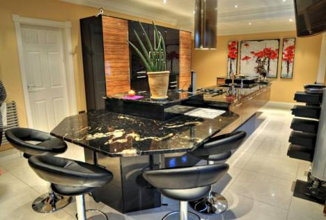 Fitted Kitchen features Black Galaxy granite tops.