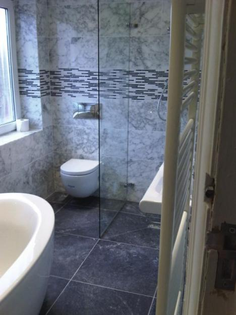 Wet room and bathroom headroomgate st annes on sea for Bathroom design blackpool