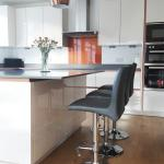 Kitchen island in High Gloss Magnolia with grey quartz worktop and metallic copper trims