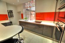 handleless gloss kitchen with glass splashbacks