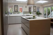 Family kitchen handleless with sharknose edged Corian tops and a mix of gloss and matt doors